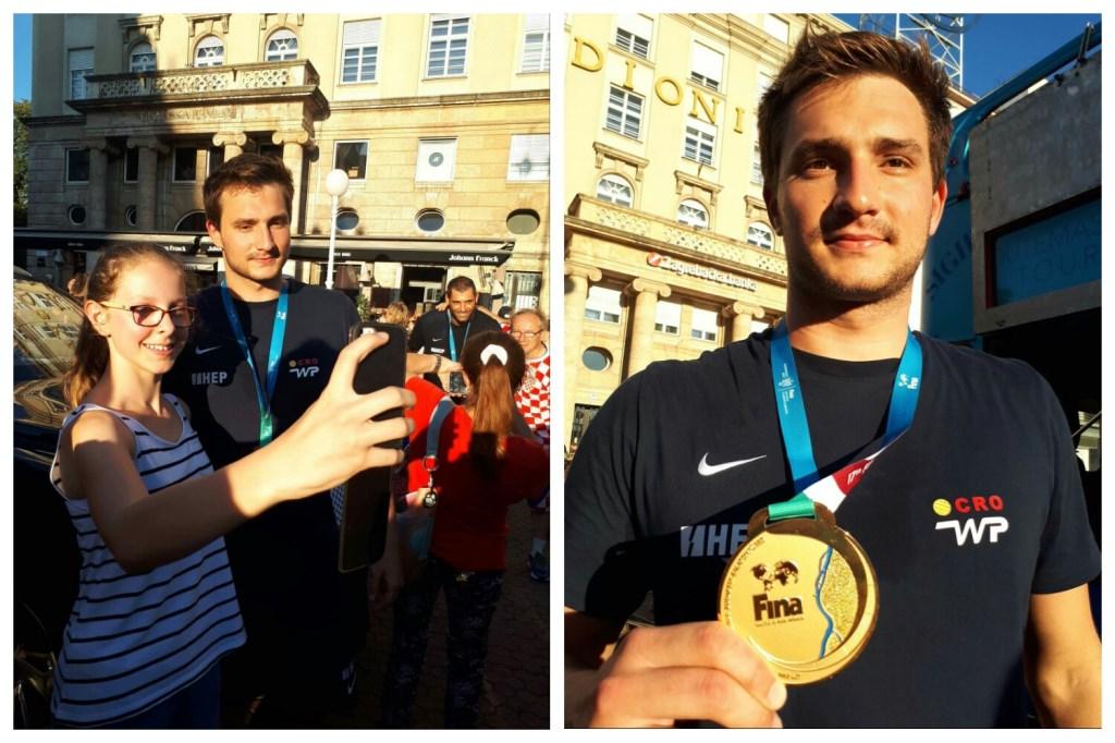 Slatki šampion sa zlatnom medaljom te slikanje s obožavateljicama na dočeku svjetskih prvaka na Trgu